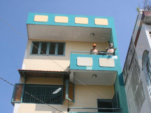 opvanghuis wordt geschilderd